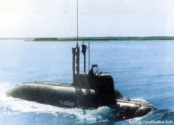Малая подводная лодка проекта 865 выходит в море
