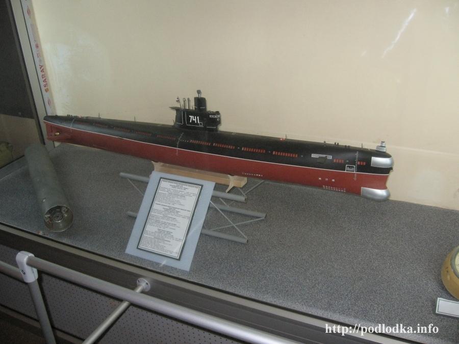Модель подлодки 741