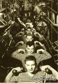 Физические упражнения подводников в торпедном отсеке